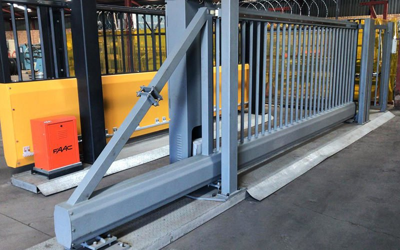 Cantilever gate system sliding gate