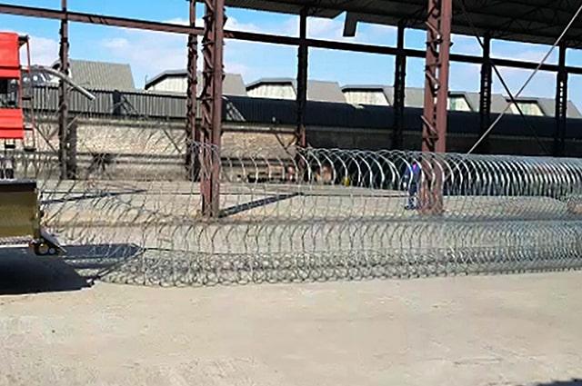 Intermedia razor wire trailer deployment razor wire barriers