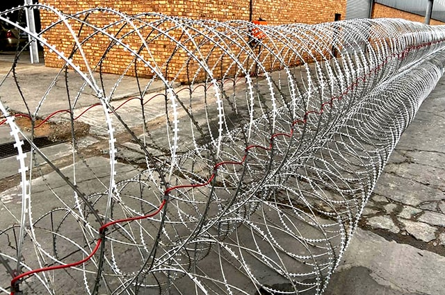 Razor wire barriers with anti stretched cable