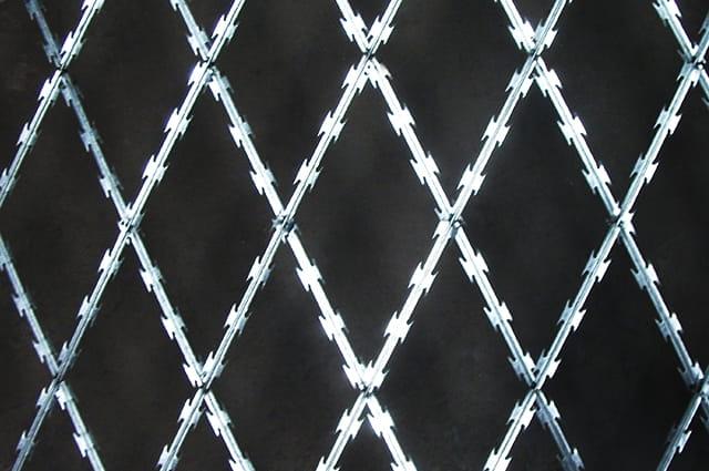 Standard density diamond razor wire mesh