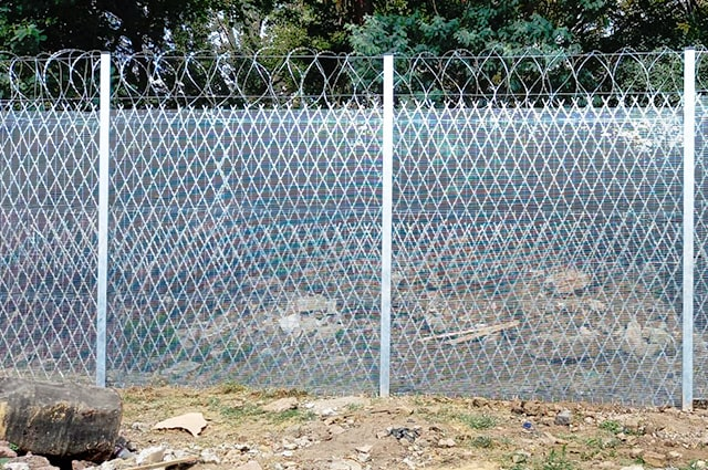 358 high-security mesh reinforced with razor wire