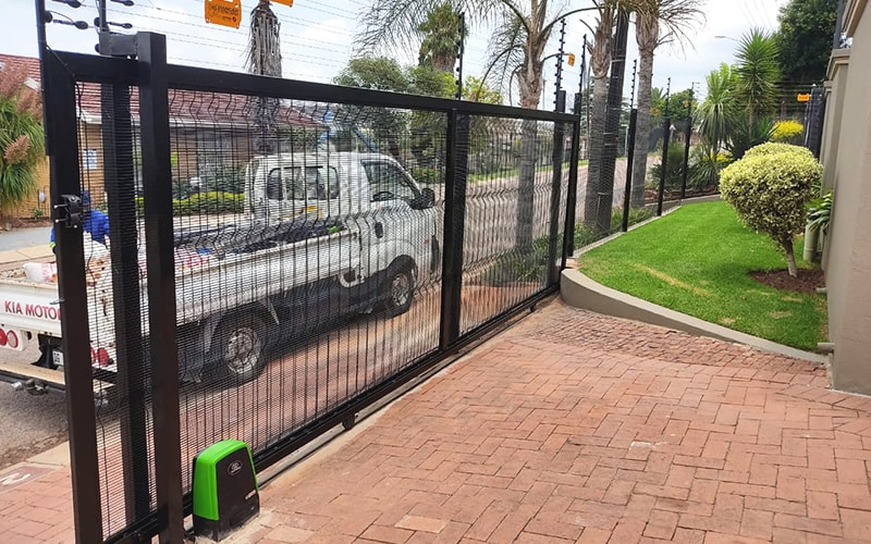 Sliding gate with clear view fence filling